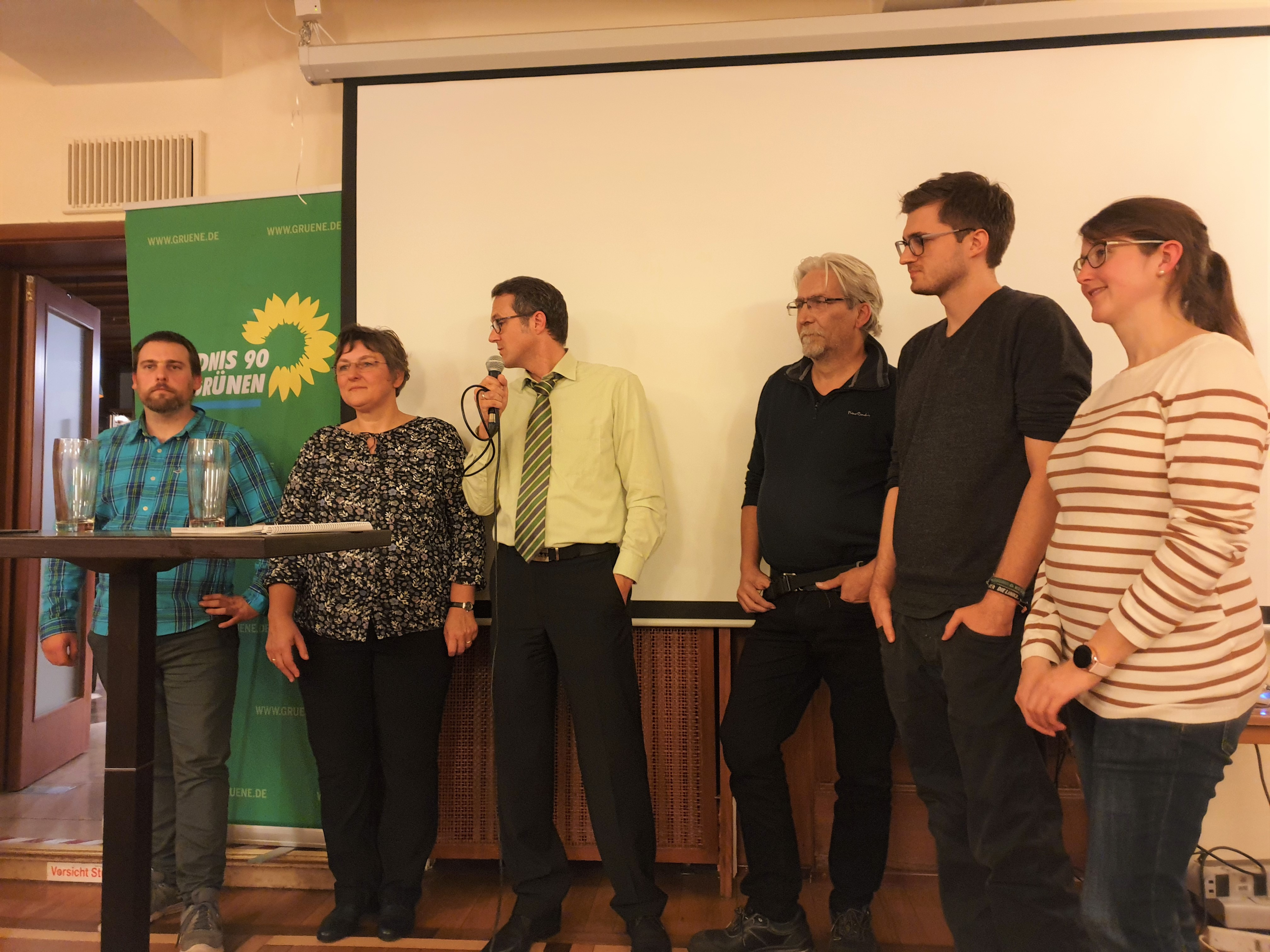 Ob der künftige Kaufbeurer Stadtrat sich geschlossen gegen Rechts stellt, hängt von den Kandidat*innen und den Wahlergebnissen im März 2020 ab. Von links: Sebastian Lipp (Allgäu-rechtsaußen), Catrin Riedl (SPD), Oliver Schill (Grüne), Martin Kollien-Glaser (Piraten), Christoph Gänsheimer (Linke), Eva Linsner (FW)