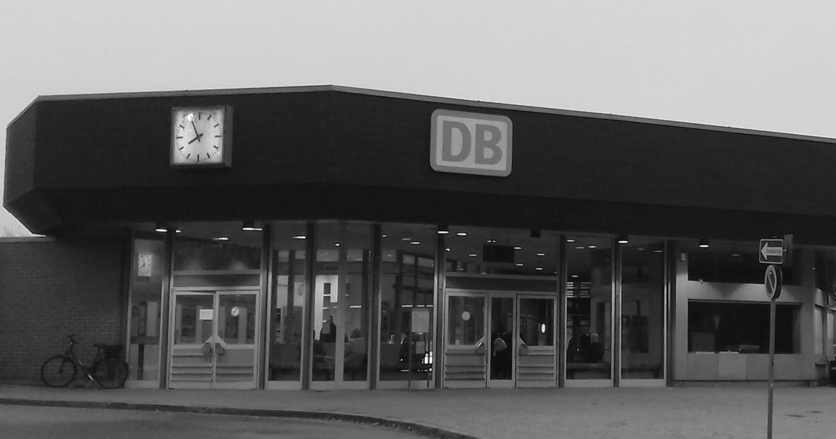 Den Bahnhof kaufen und endlich zu unserer Sache machen.