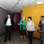 Frau Getrud Hofmann führt in die Sammlung des Isergebirgsmuseums ein.